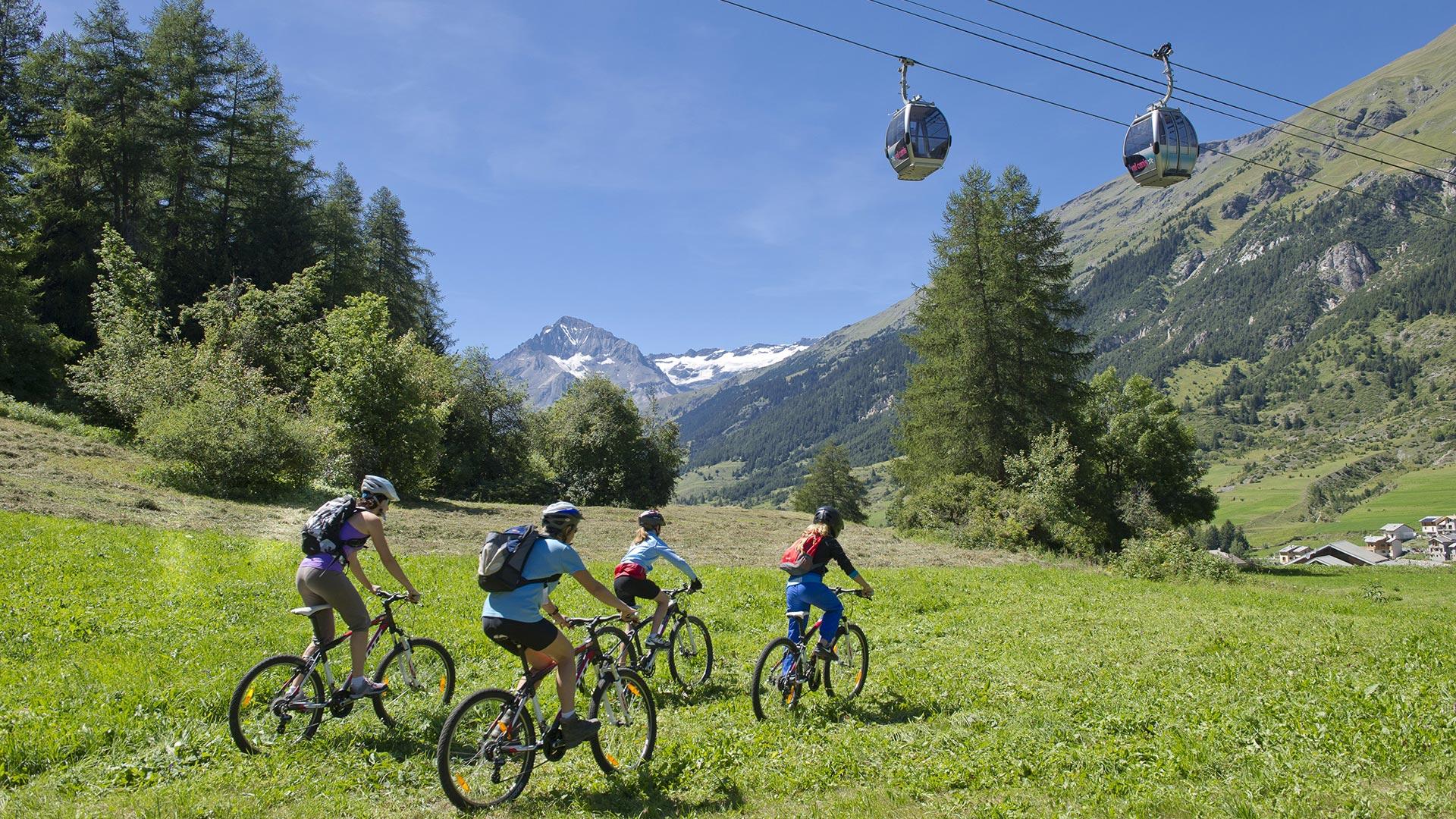 Cap sur la Haute Maurienne Vanoise en famille cet été ! Un délice d'activités et du plaisir à VTT